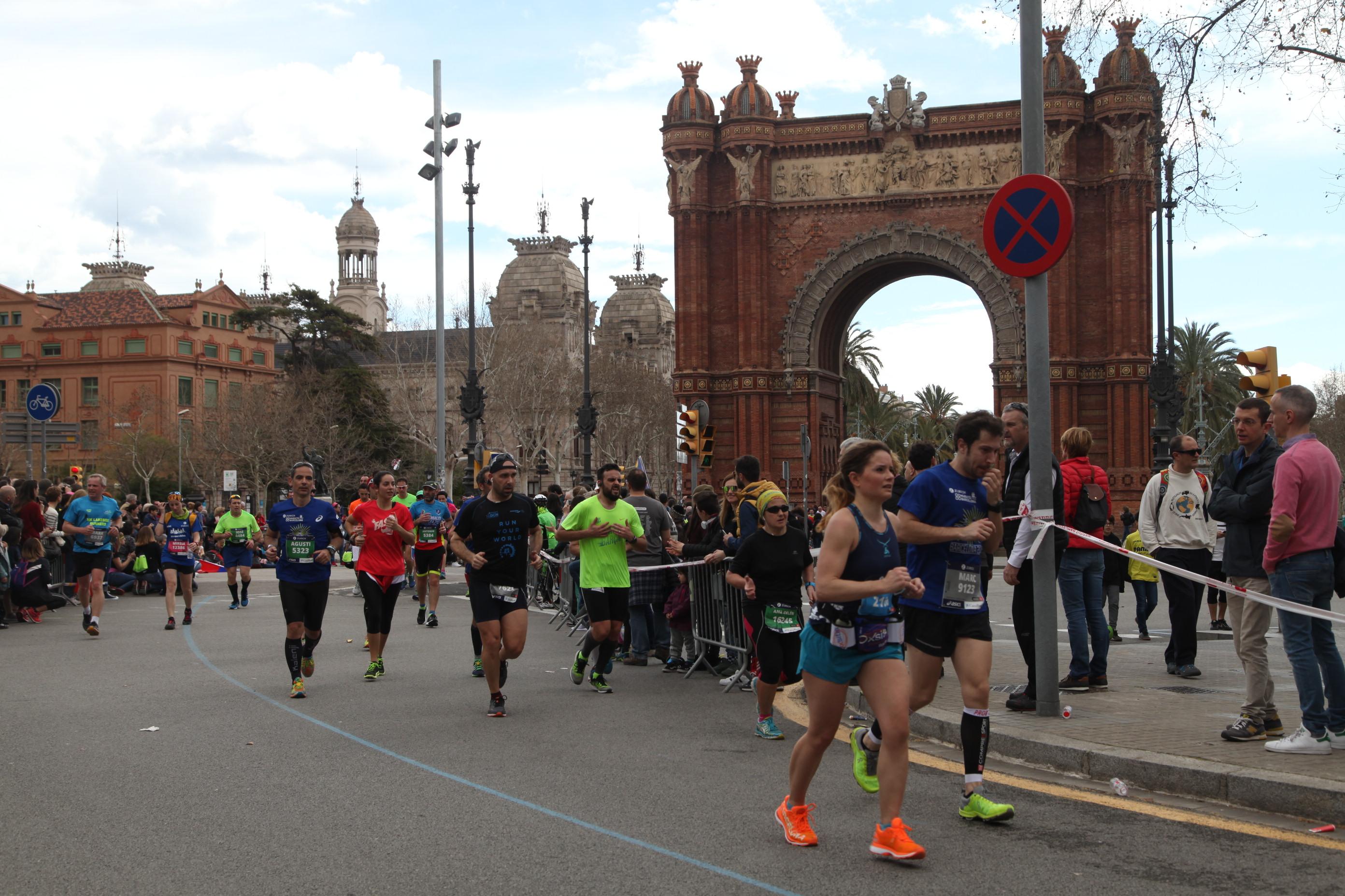 passage à l'arc de triomphe barcelonais